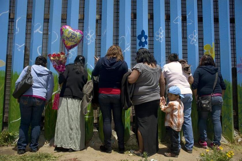 La veintena de madres centroamericanas que se habían puesto en huelga de hambre en un centro de detención de familias inmigrantes en Pensilvania abandonaron hoy su ayuno por temor a que las alejaran de sus hijos al debilitarse, informó una organización en solidaridad con los inmigrantes. EFE/ARCHIVO