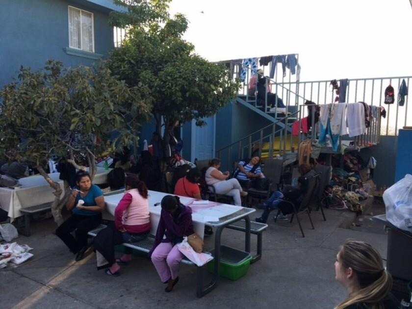 Un grupo de mujeres que vive temporalmente en el Instituto Madre Asunta, A.C. de Tijuana, esperan con mucha esperanza el regreso o llegar a Estados Unidos.