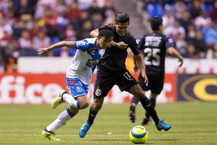 El centrocampista colombiano Omar Fernández, del Puebla del fútbol mexicano, confesó hoy que necesita tomar más confianza en la cancha para elevar su rendimiento en el torneo Clausura 2018. EFE/ARCHIVO