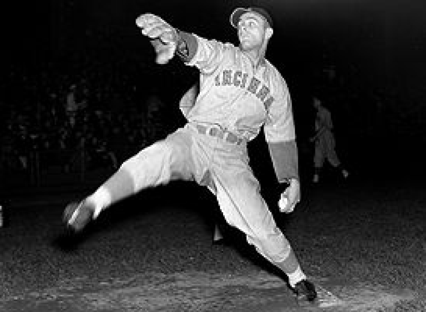 in 1938, Cincinnati's Johnny Vander Meer pitched no-hitters against Boston and Brooklyn in back-to-back starts.