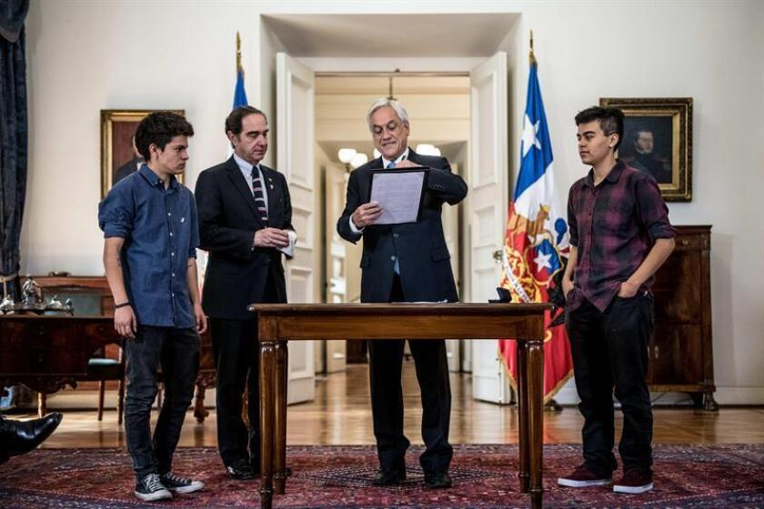 Photo sent by the president of Chile Sebastian Piñera with the ministry of justice and Human rights, Hernan Larrain and LGBTQ organization members Nov. 28, 2018 inSantiago (Chile). EPA-EFE/ Chile Government