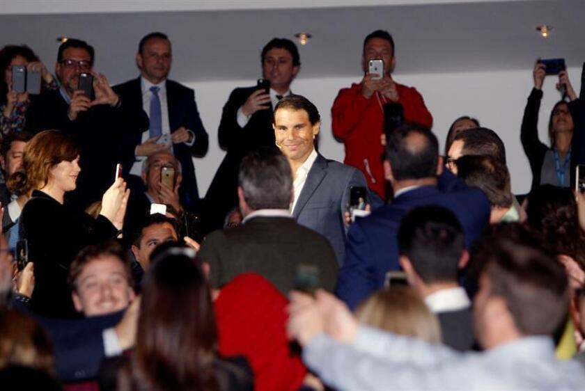 El tenista Rafa Nadal esta tarde a su llegada al ADDA (Auditorio de la Diputación de Alicante) donde participa en un encuentro con clientes del Banco Sabadell para hablar de la importancia del acompañamiento en el camino del éxito. EFE
