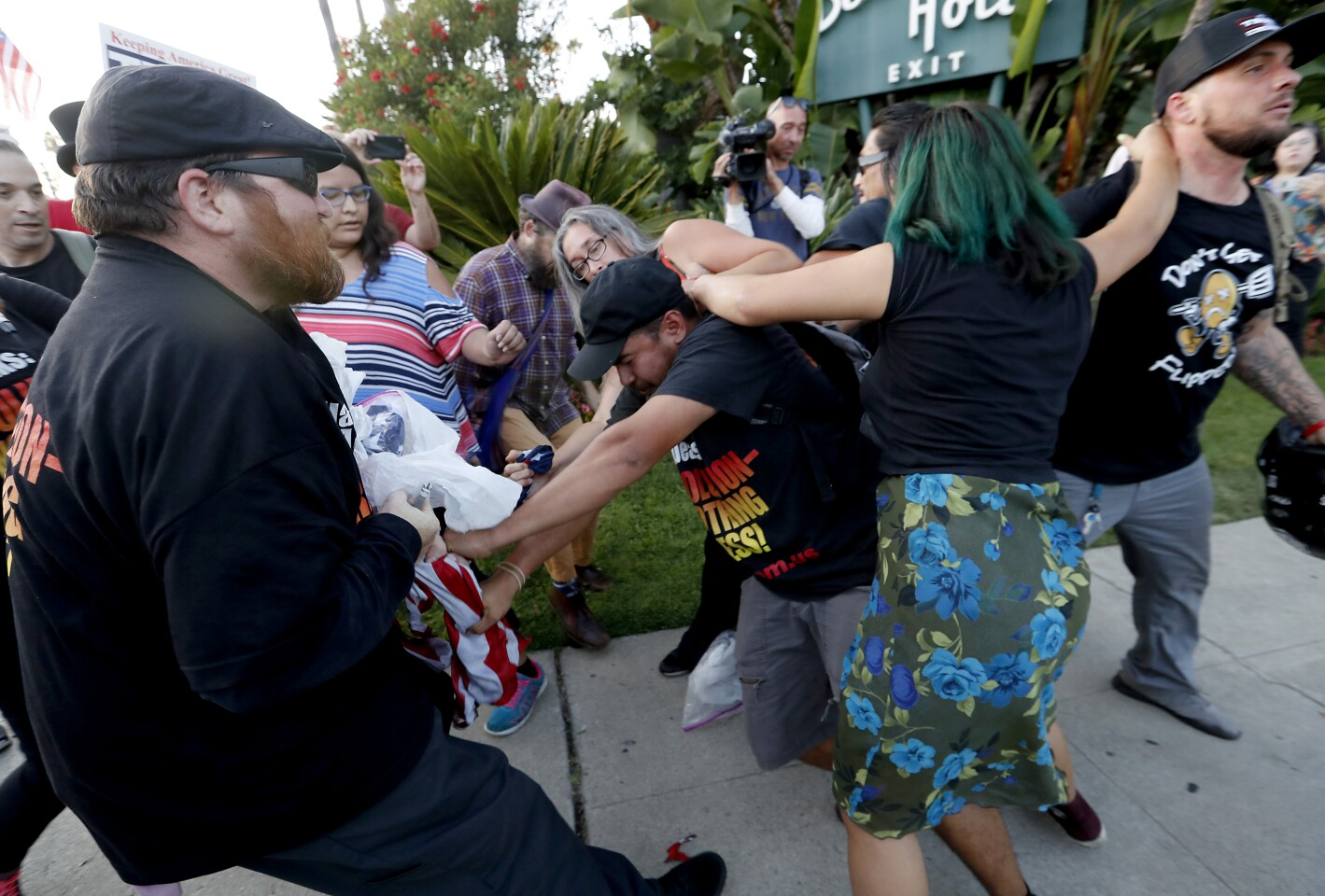 Trump visit to California draws both supporters and protesters