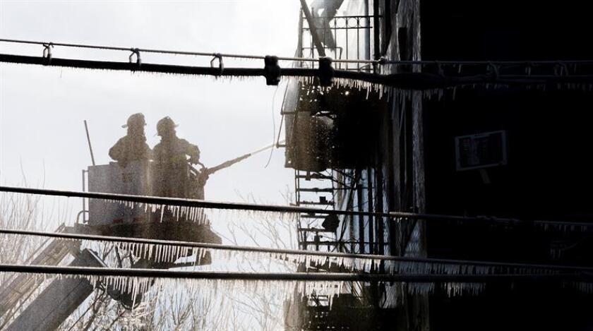 El número de víctimas de un fuego que afectó el viernes dos edificios en Nueva Jersey aumentó con la muerte de un tercer niño, informó la fiscalía del condado de Hudson. EFE/ARCHIVO