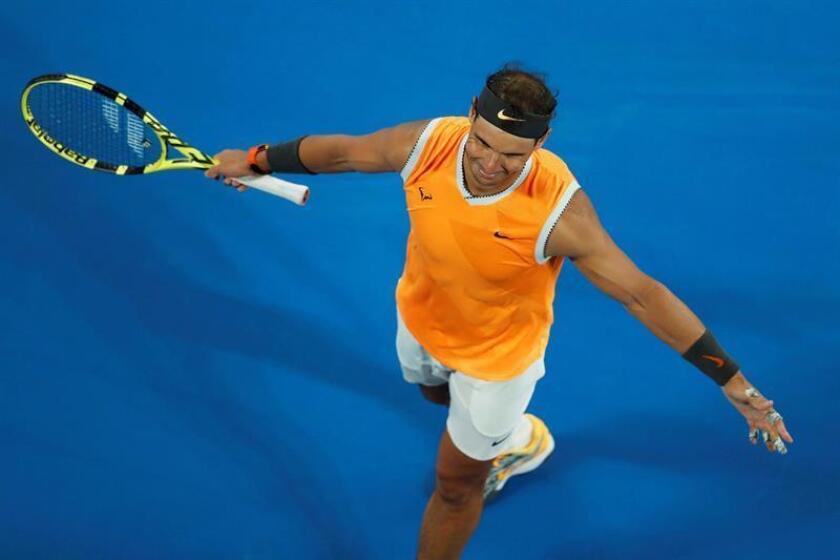 El tenista español Rafael Nadal celebra su victoria sobre el australiano Matthew Ebden en partido correspondiente al Abierto de Australia disputado en Melbourne, Australia. EFE
