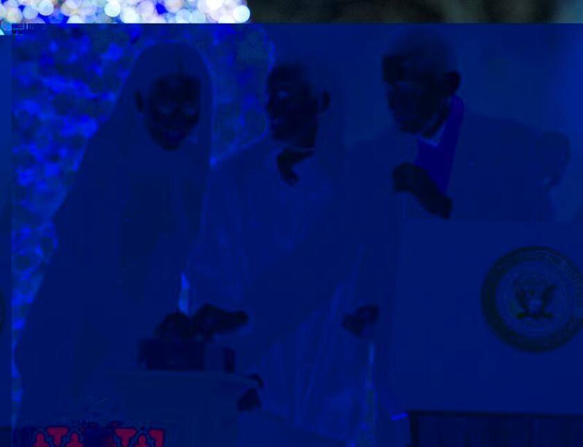 El presidente de EE.UU., Barack Obama, pasa la Navidad con su familia en una lujosa casa alquilada de Hawai con vistas al Pacífico, mientras su sucesor, Donald Trump, disfruta con los suyos en una de sus exclusivas propiedades en Florida. EFE/ARCHIVO/POOL