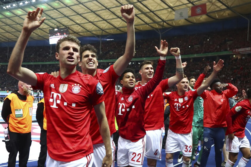 Bayern Munich players celebrate victory over Leipzig