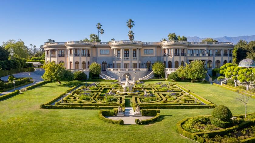 Neoclassical megamansion in Pasadena