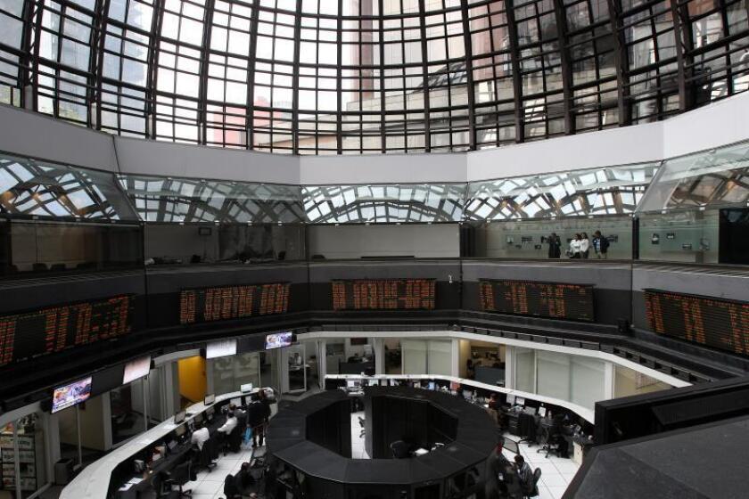 Bolsa mexicana baja 0,55 % al persistir señales de desaceleración económica