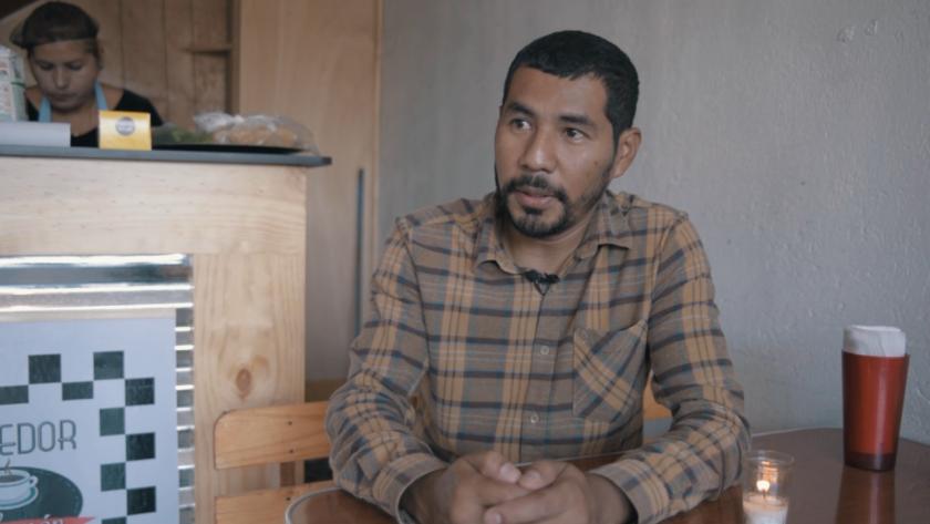 René Aguilar vivió en North Hollywood y Nueva York antes de ser deportado; con su experiencia, ahora se prepara a dar el salto de transformar un comedor en un restaurante.