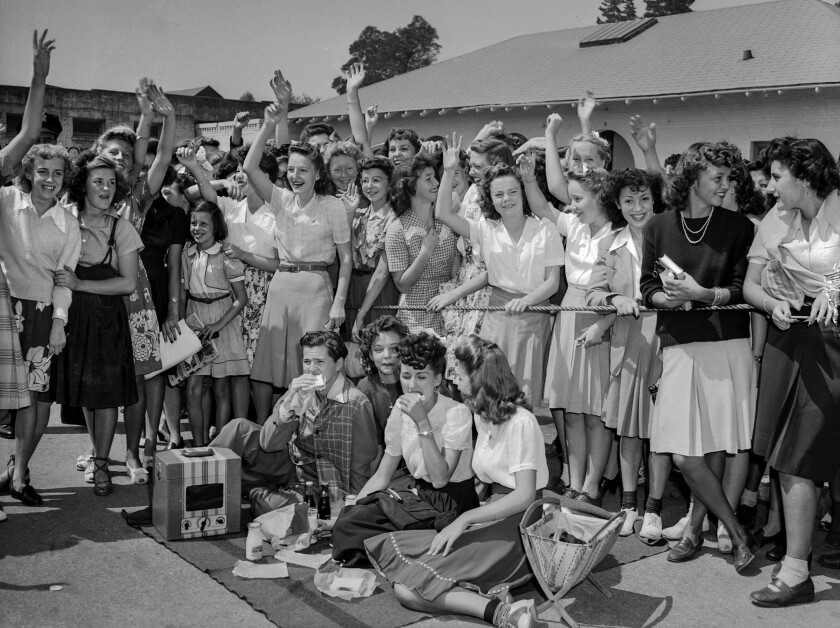 Aug. 11, 1943: Fans waiting to see Frank Sinatra.