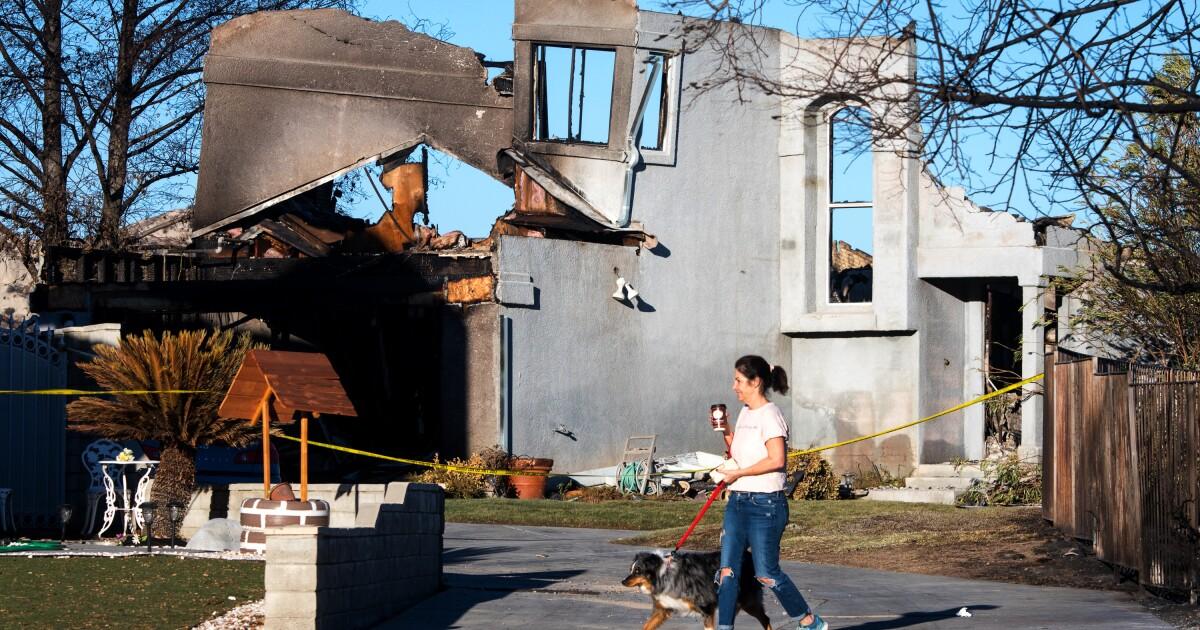 Με Tick φωτιά 25% που περιέχονται, αρκετές γειτονιές παραμένουν υπό εκκένωση