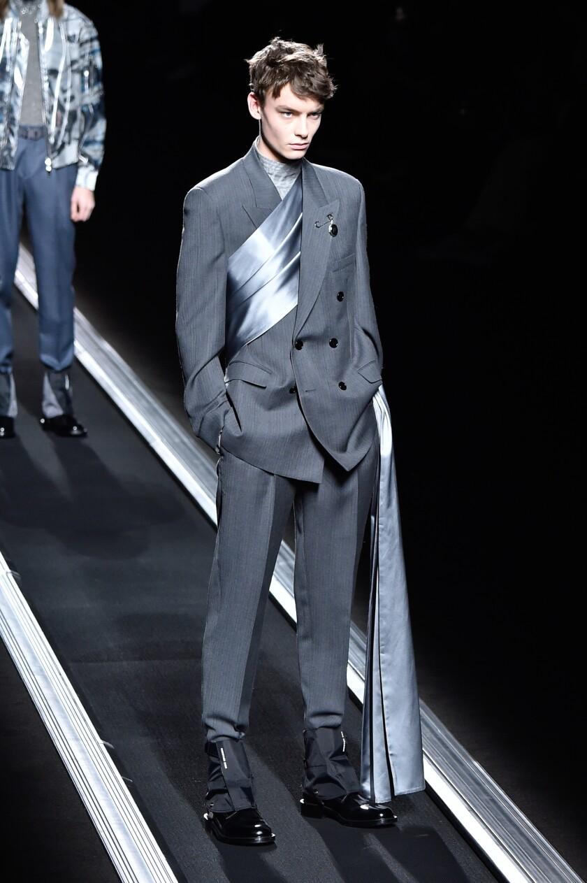 Dior Homme: Défilé - Semaine de la mode à Paris - Vêtements pour hommes F / W 2019-2020