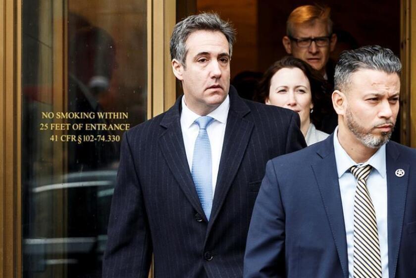 El exabogado personal de Donald Trump, Michael Cohen (i), a la salida del Tribunal Federal de Estados Unidos en Nueva York (Estados Unidos), el 12 de diciembre de 2018. EFE/Archivo