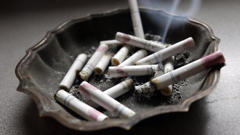 California se ha convertido en el segundo estado después de Hawaii en aumentar la edad para fumar de 18 a 21 años. La ley fue aprobada en mayo y entró en efecto el jueves.