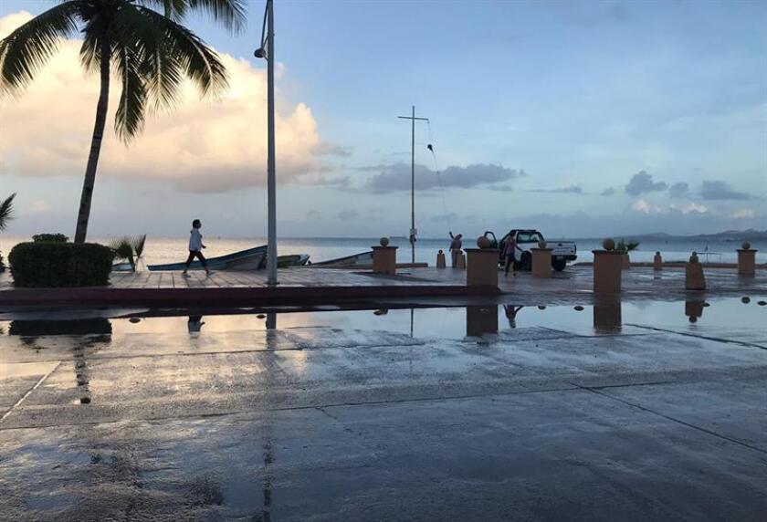 La tormenta tropical Xavier favorece lluvias en tres estados del Pacífico mexicano mientras se aleja paulatinamente de las costas, informó hoy el Servicio Meteorológico Nacional. EFE/Archivo