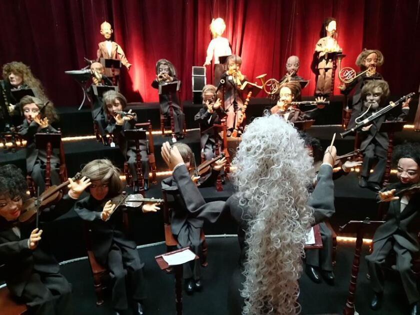 Una orquesta sinfónica conformada por títeres es exhibida en el museo Nacional del Títere hoy, viernes 17 de agosto de 2018, en Ciudad de México (México). EFE