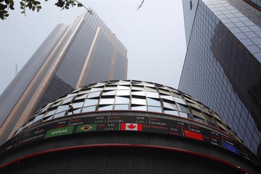 Fotografía que muestra el exterior de la Bolsa Mexicana de Valores, en Ciudad de México (México). EFE/Archivo