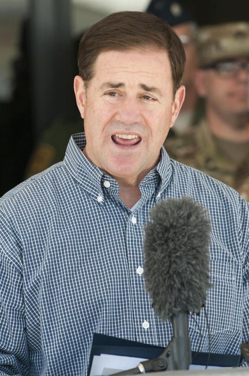 Arizona destinará 2,9 millones de dólares al cuerpo Arizona Border Strike Force con el fin fortalecer la lucha contra el crimen organizado y el tráfico de personas en la frontera, informó hoy el gobernador de este estado, Doug Ducey. EFE/ARCHIVO