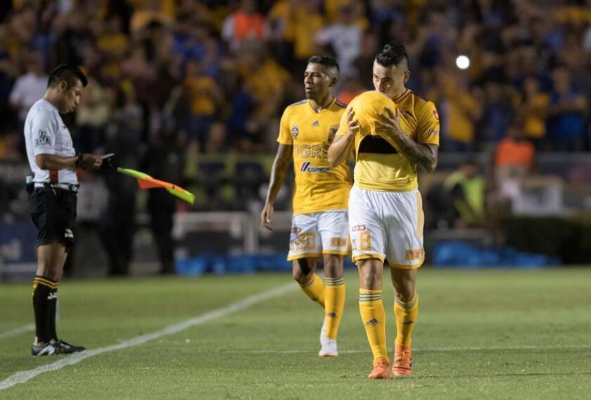 El jugador Lucas Zelayaran (d) de Tigres celebra la anotación de un gol hoy, sábado 21 de julio de 2018, durante el partido correspondiente a la jornada 1 del Torneo Apertura 2018 celebrado en el estadio Universitario de la ciudad de Monterrey (México). EFE