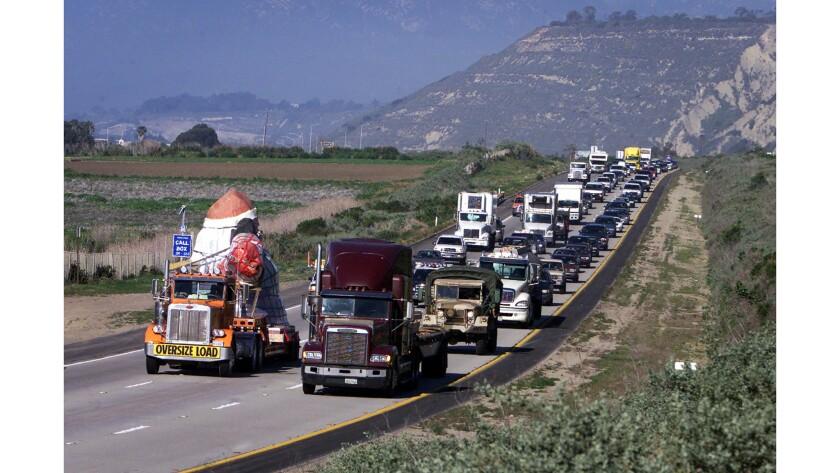 Jan. 29, 2003: Traffic backs up as Santa's convoy inches its way along the 101 Freeway between Carpi