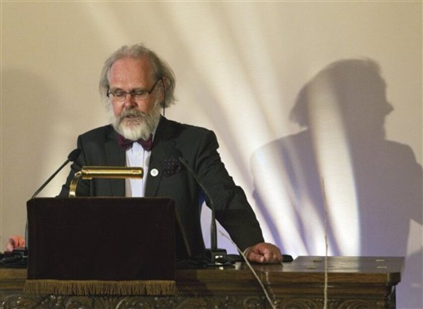 Nils Stenseth, President of the Norwegian Academy of Science and Letters, announces the names of the 2010 Kavli Prize Laureates in Astrophysics, Nanoscience and Neuroscience during press conference in Oslo, Thursday June 3 2010. (AP Photo / Berit Roald, Scanpix)