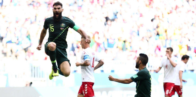 Un penal de Mile Jedinak, otorgado tras la intervención del videoarbitraje, mantuvo vivas las esperanzas de Australia en el Mundial al empatar 1-1 con Dinamarca.