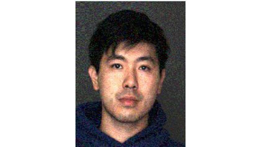 Yanhao Ren, un pastor de jóvenes en San Bernardino, fue arrestado después de haber sido sorprendido en la parte trasera de un coche con una niña de 13 años.