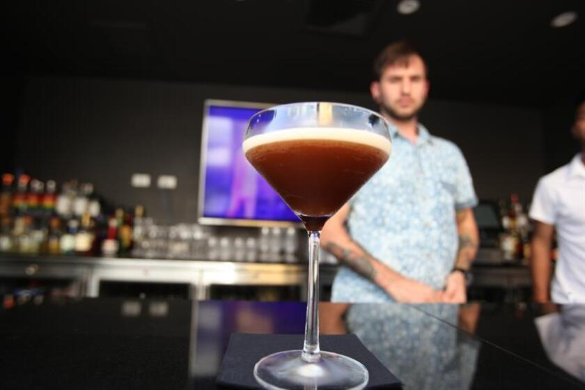 Una sola bebida alcohólica puede afectar la formación de la memoria durante horas y causar antojos de larga duración, según un estudio publicado hoy por la revista especializada Neuron. EFE/Archivo
