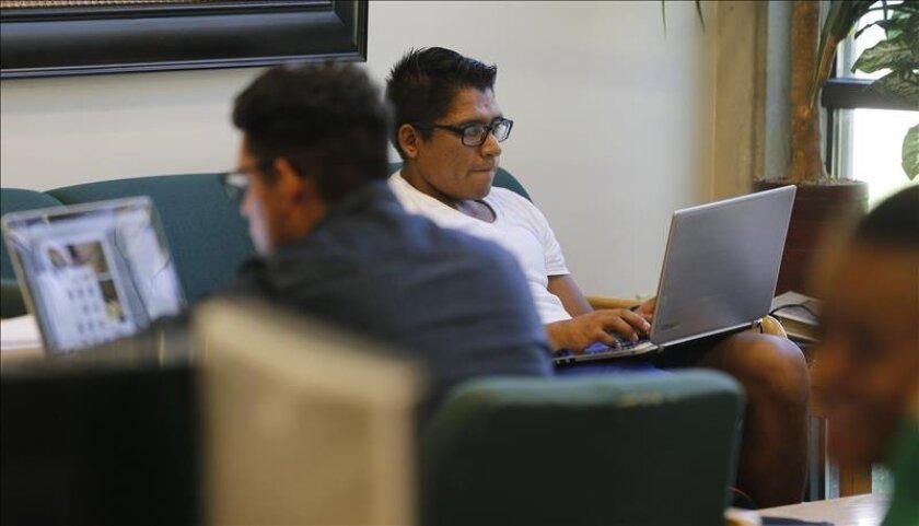Estudiantes de San Diego tienen acceso a un fondo de 2.7 millones de dólares para 140 tipos de becas incluyendo universidades de cuatro años y dos años de colegio comunitario, entre otras. Imagen de archivo.