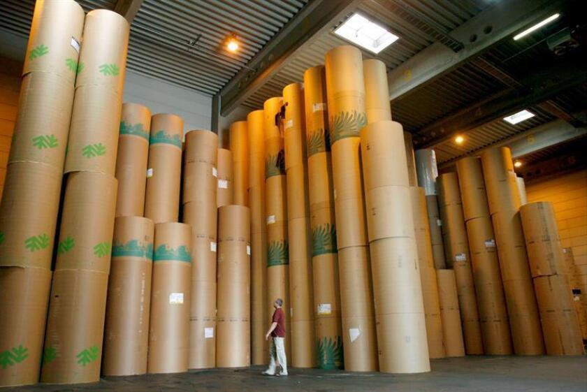 """La Comisión de Comercio Internacional (USITC) bloqueó hoy la imposición de aranceles sobre el papel procedente de Canadá empleado para la impresión de diarios, al considerar que """"no perjudica a la industria estadounidense"""", informó la institución. EFE/Archivo"""