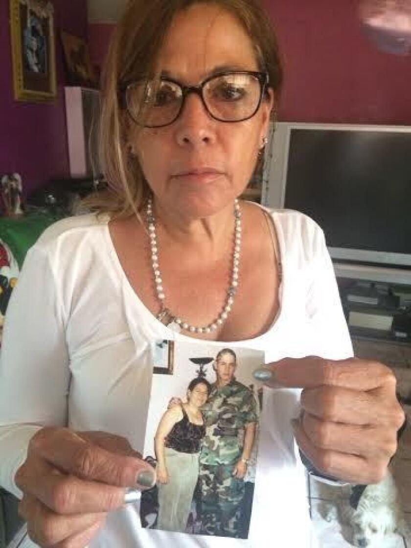 Martinez muestra una foto con su hijo