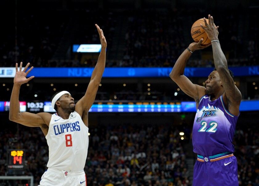 Utah Jazz forward Jeff Green shoots over Clippers forward Maurice Harkless during a game on Oct. 30.