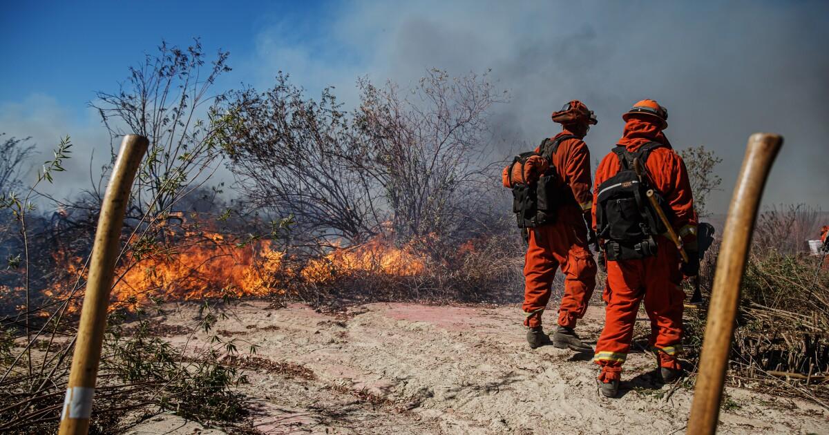 重要な火災警報の拡張を通じて日(土)、L.A.and Ventura郡