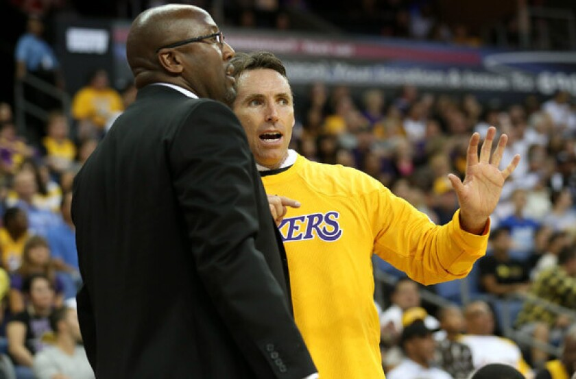Mike Brown defends Lakers' offense in wake of criticism