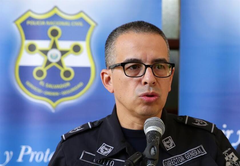 En la imagen, el director de la Policía Nacional Civil (PNC), Howard Cotto. EFE/Archivo