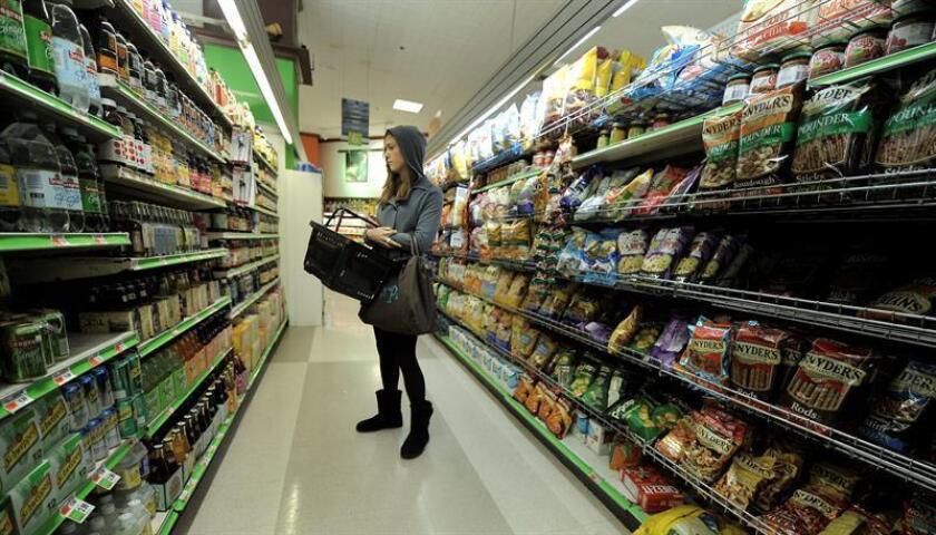 El índice de precios al consumo (IPC) creció un 0,5 % en enero y dejó la inflación interanual en el 2,1 %, lo que aumenta las probabilidades de una subida de tipos de interés por parte de la Reserva Federal (Fed) en su próxima reunión de marzo. EFE/Archivo