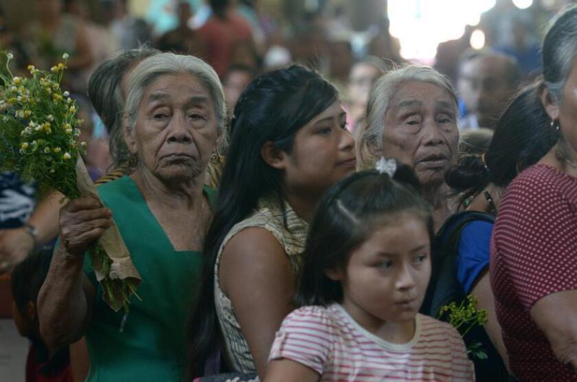 Indígenas zoques veneran a Cristo moreno en el pueblo mexicano de Oxolotán