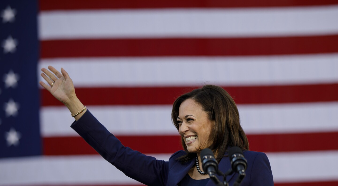 Sen. Kamala Harris kick-starts her presidential campaign at a rally in her hometown of Oakland on Sunday.