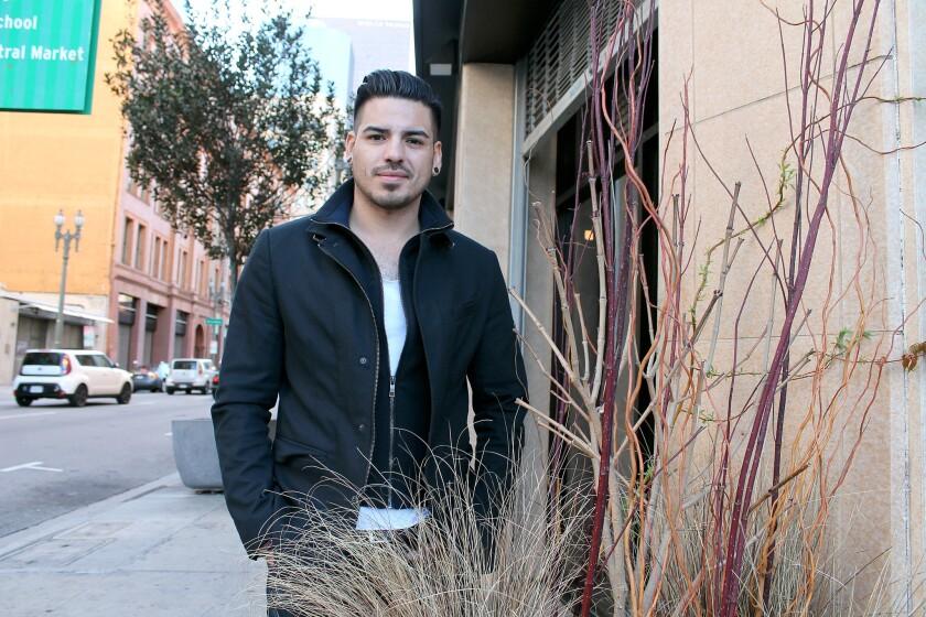 El angelino de adolescencia salvadoreña David Alfaro empieza promocionar su primera producción como solista, de la que espera grandes cosas.