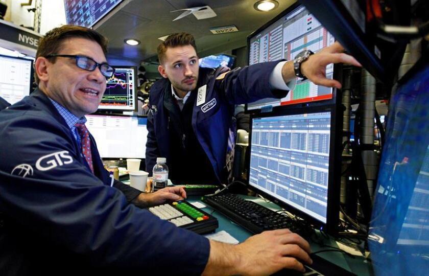 Economistas trabajan en la Bolsa de Nueva York, Estados Unidos. EFE/Archivo