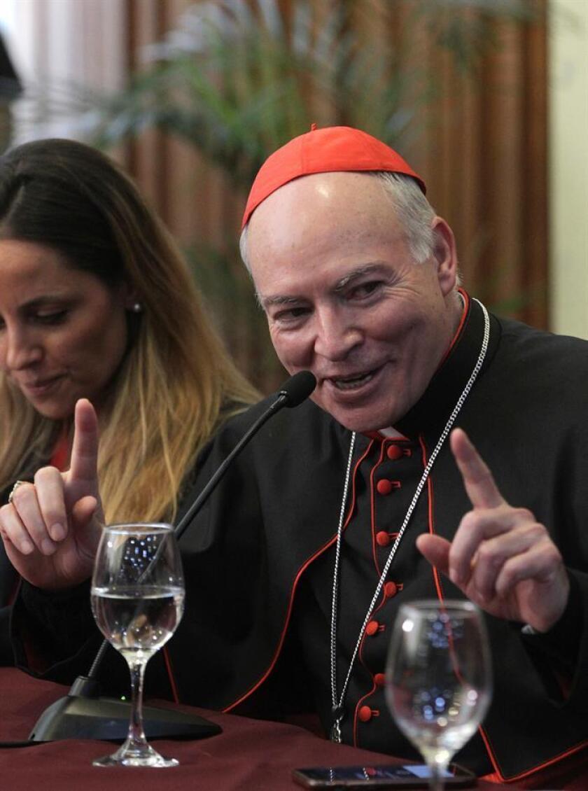 """El nuevo arzobispo primado de México, Carlos Aguiar Retes, habla hoy, viernes 16 de febrero de 2018, durante una reunión con la prensa, donde se informó que habrá """"tolerancia cero"""" a los casos de pederastia, en Ciudad de México (México). EFE"""