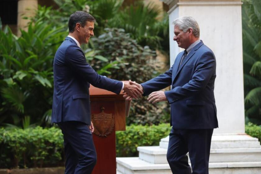 Spanish Prime Minister Pedro Sanchez (l.) shakes hands with Cuban President Miguel Diaz-Canel (r.) in Havana on Nov.23, 2018, the day Sanchez said his state visit to Cuba that ends toay is a prelude to a state visit by King Felipe VI and Queen Letizia in 2019. EFE-EPA/Juanjo Martin