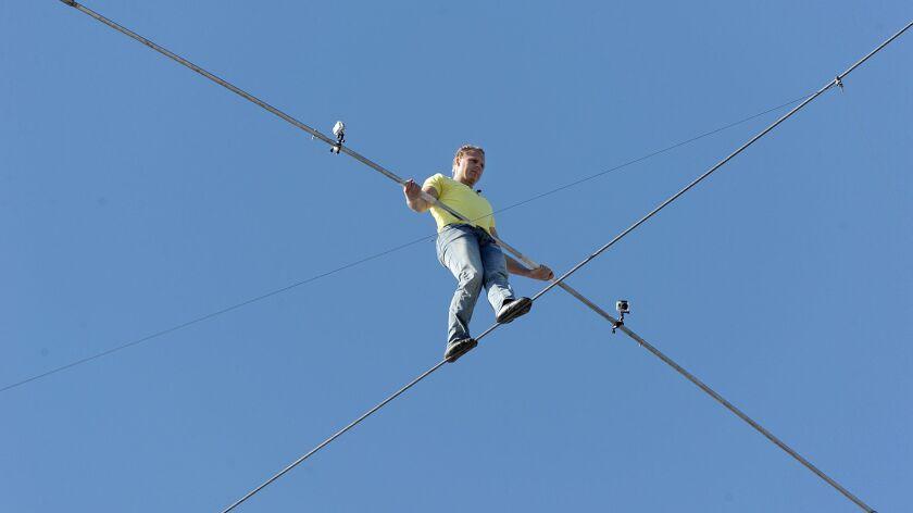 Nik Wallenda successfully finishes high-wire walk in Sarasota