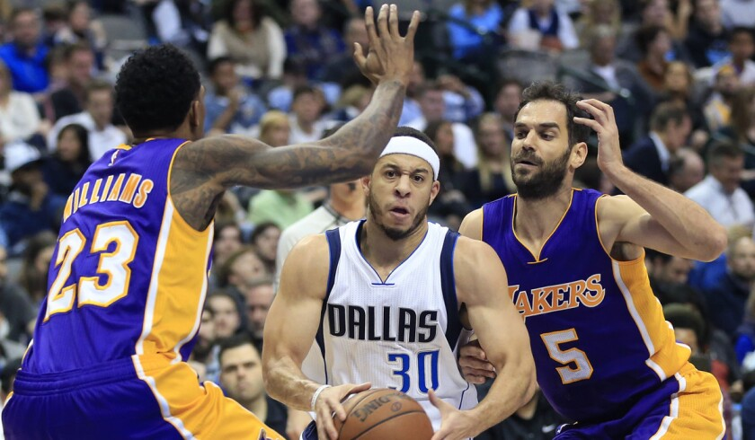 Dallas Mavericks guard Seth Curry (30) looks inside as Lakers guards Louis Williams (23) and Jose Calderon (5) defend during the second half Sunday.