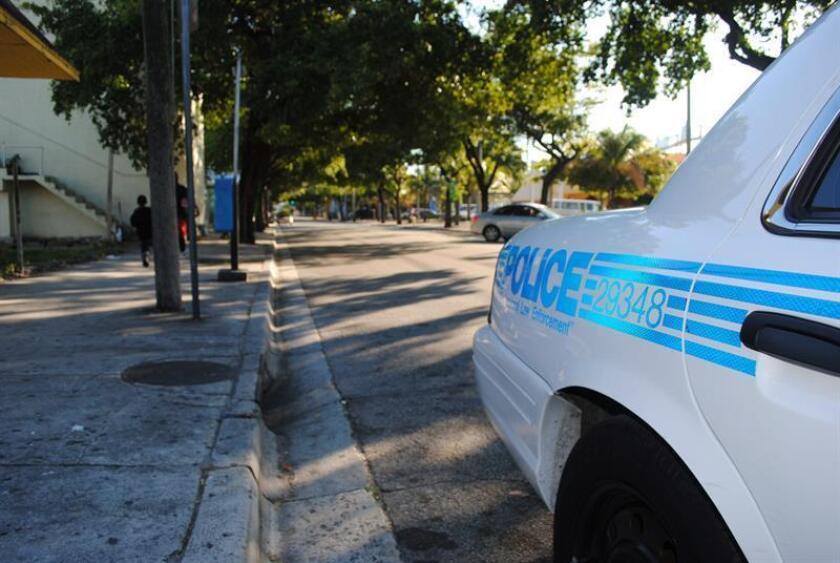 La Policía de Homestead, ciudad aledaña a Miami, detuvo a un joven hispano de 19 años por amenazar de muerte en las redes sociales al congresista por Florida Carlos Curbelo, informaron hoy medios locales. EFE/Archivo
