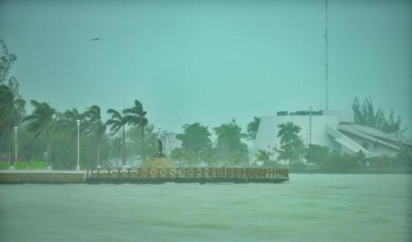 Fiona, la sexta tormenta tropical de la temporada de huracanes en la cuenca atlántica, se fortaleció hoy al subir sus vientos máximos sostenidos a 75 kilómetros por hora en su avance en dirección noroeste por el Atlántico, informó el Centro Nacional de Huracanes (NHC) de EE.UU. EFE/ARCHIVO