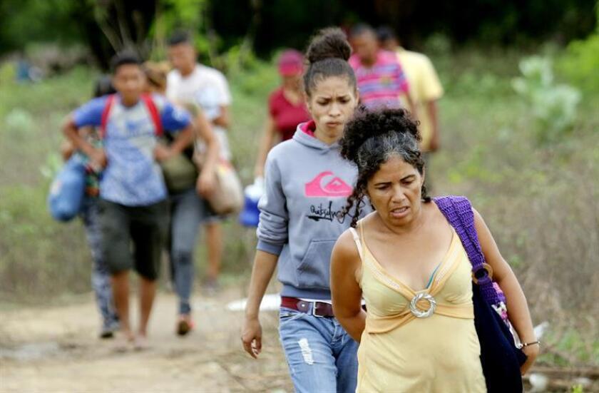 El año 2018 culminó con al menos 3,4 millones de venezolanos, cerca del 10 % de la población, huidos de su país debido a factores como la escasez de medicamentos y alimentos, la hiperinflación o la violencia, según un informe presentado hoy por la Organización de Estados Americanos (OEA). EFE/Archivo