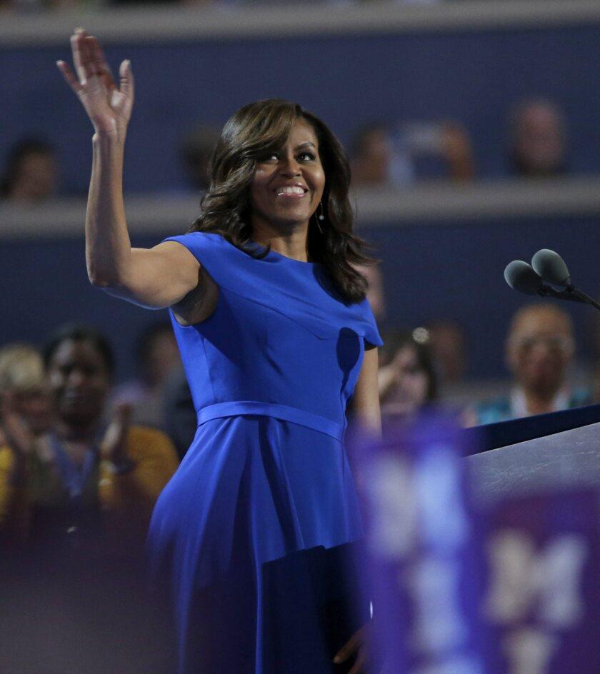 FFA01. FILADELFIA (PA, EE.UU.), 25/07/2016.- La primera dama de Estados Unidos, Michelle Obama, habla durante la primera jornada de la Convención Nacional Demócrata 2016 hoy, 25 de julio de 2016, en el Wells Fargo Center de Filadelfia, Pensilvania. EFE/PETER FOLEY