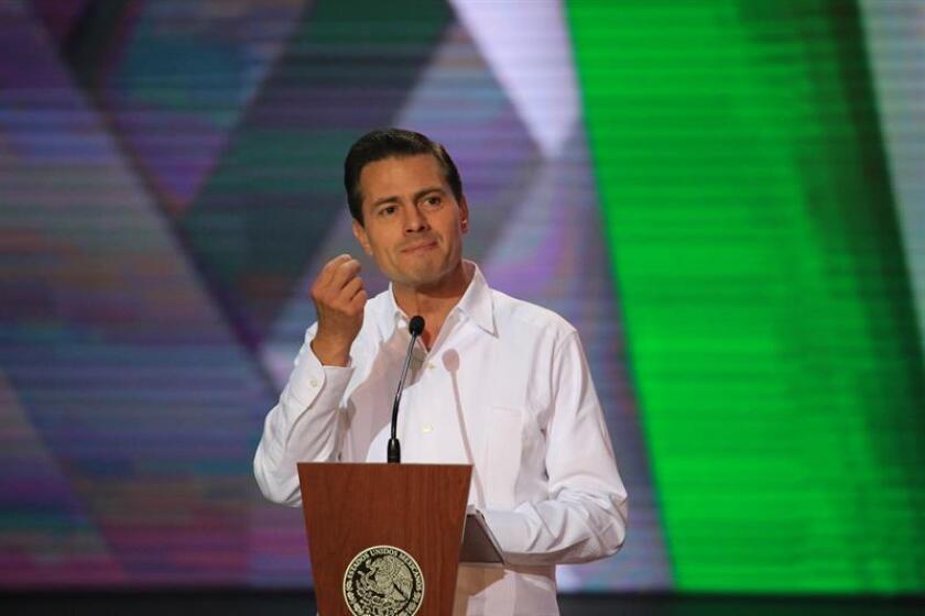 El presidente mexicano, Enrique Peña Nieto, habla durante la inauguración del Tianguis Turístico hoy, domingo 15 de abril de 2018, en el puerto turístico de Mazatlán (México). EFE